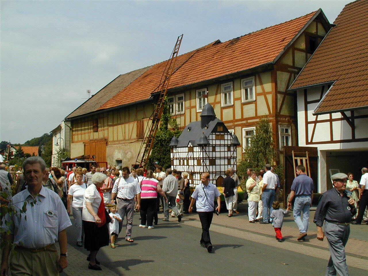 Modell vom alten Sachsenberger Rathaus. (© Detlef Battefeld)