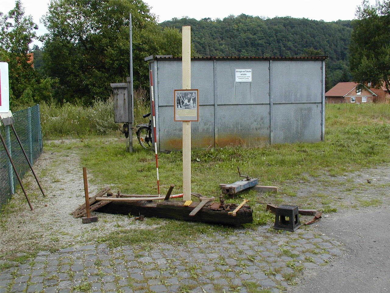 Bahnhof Viermünden, altes Werkzeug für den Gleisbau. (© Detlef Battefeld)