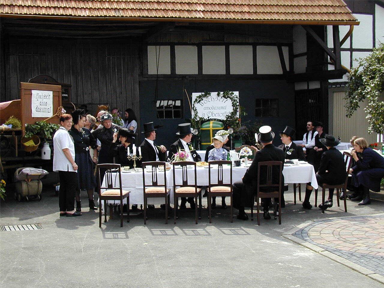 """Hochzeit anno dazumal"""" auf Bunzenthal (Hillen) Hof."""
