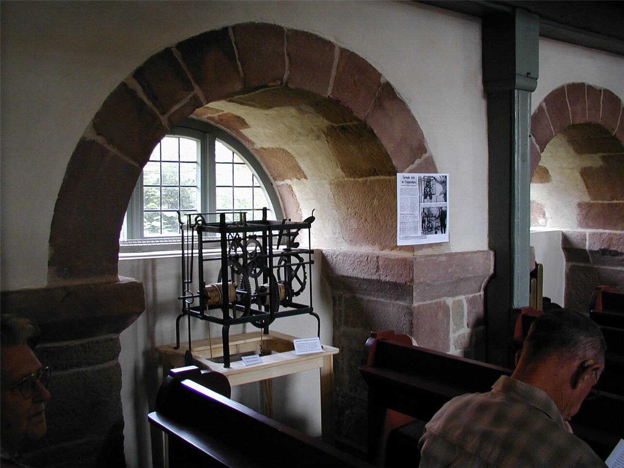 Modell der alten Kirchenuhr in der Petrikirche.