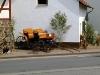 Auf Stuhlmanns (Stühlmanns) Hof: Kutsche, davor ein Beetpflug. (© Detlef Battefeld)
