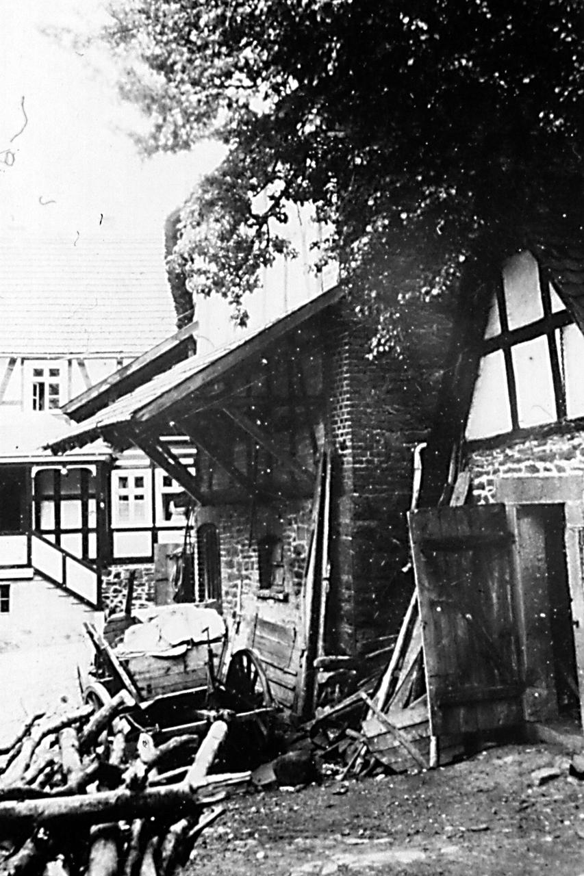 """Blick von """"Wullmersch"""" Haus, Ringstraße 28 zu """"Hartmanns"""" Haus, Ringstraße 22. (© Stadt Frankenberg Eder)"""