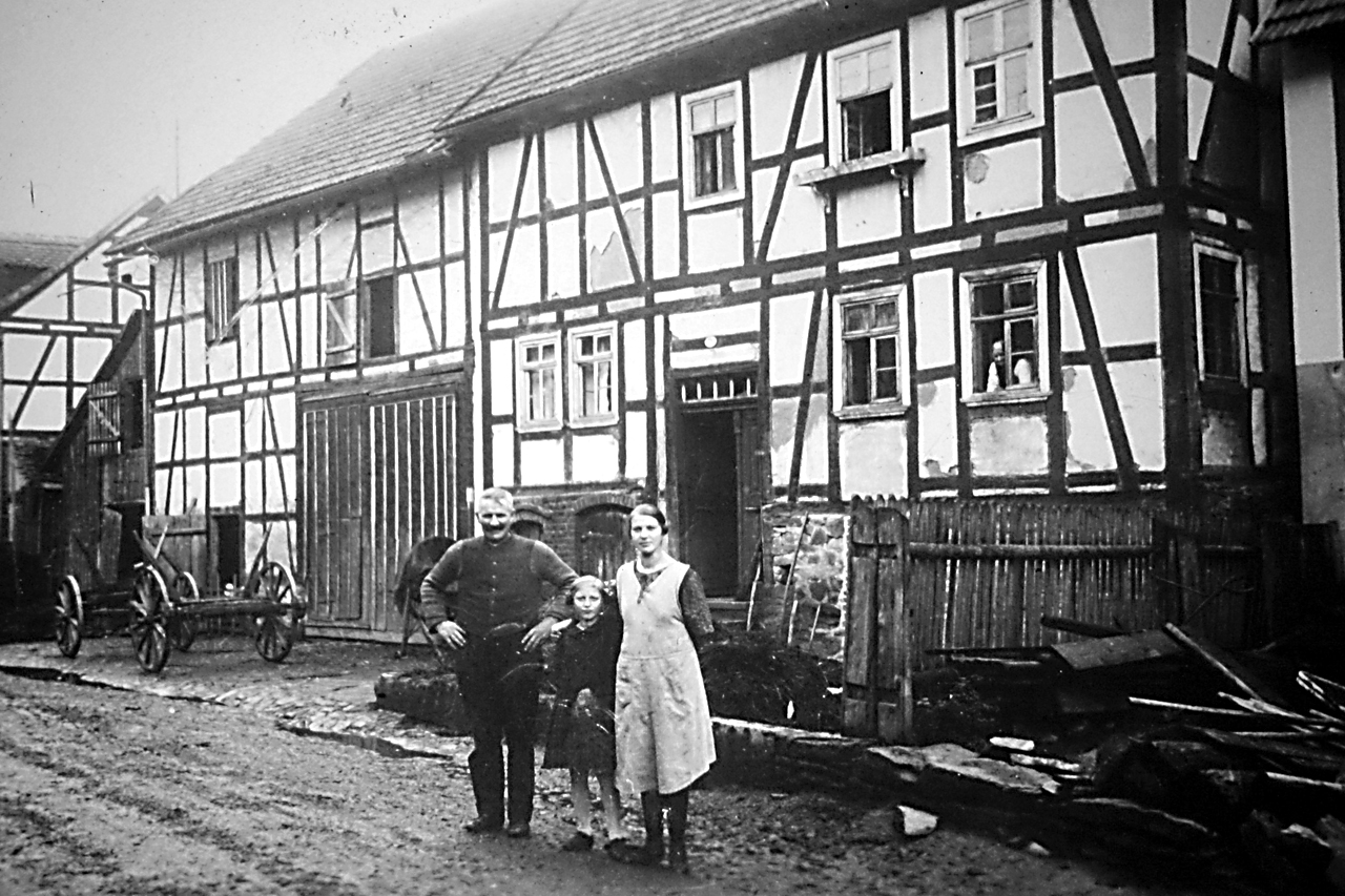 """""""Schreiners"""" Haus, Hauptstraße 45, 1930er Jahre. (© Stadt Frankenberg Eder)"""