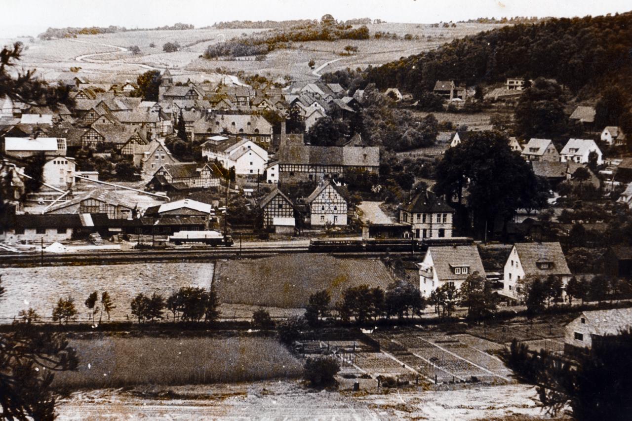 Blick auf Viermünden vom Kahlen Berg um 1962. (© Stadt Frankenberg Eder)