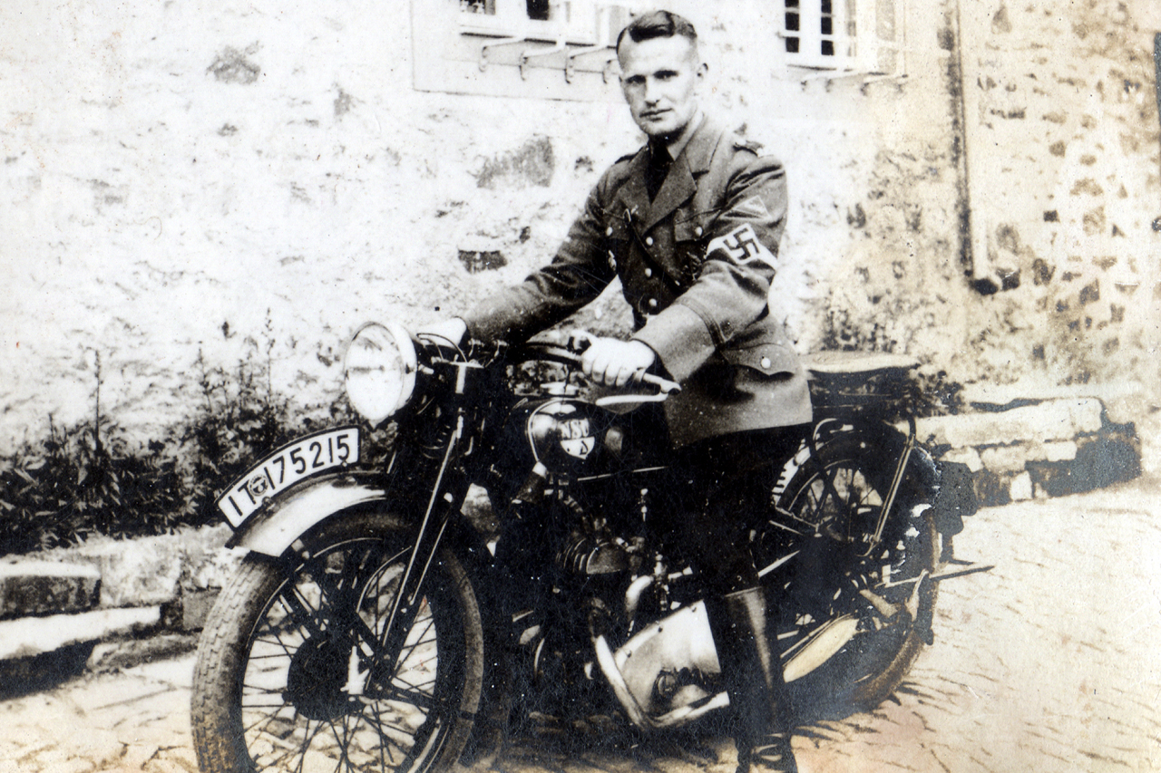Gruppenführer Hose 1939. (© Familie Adolf Kruppa)