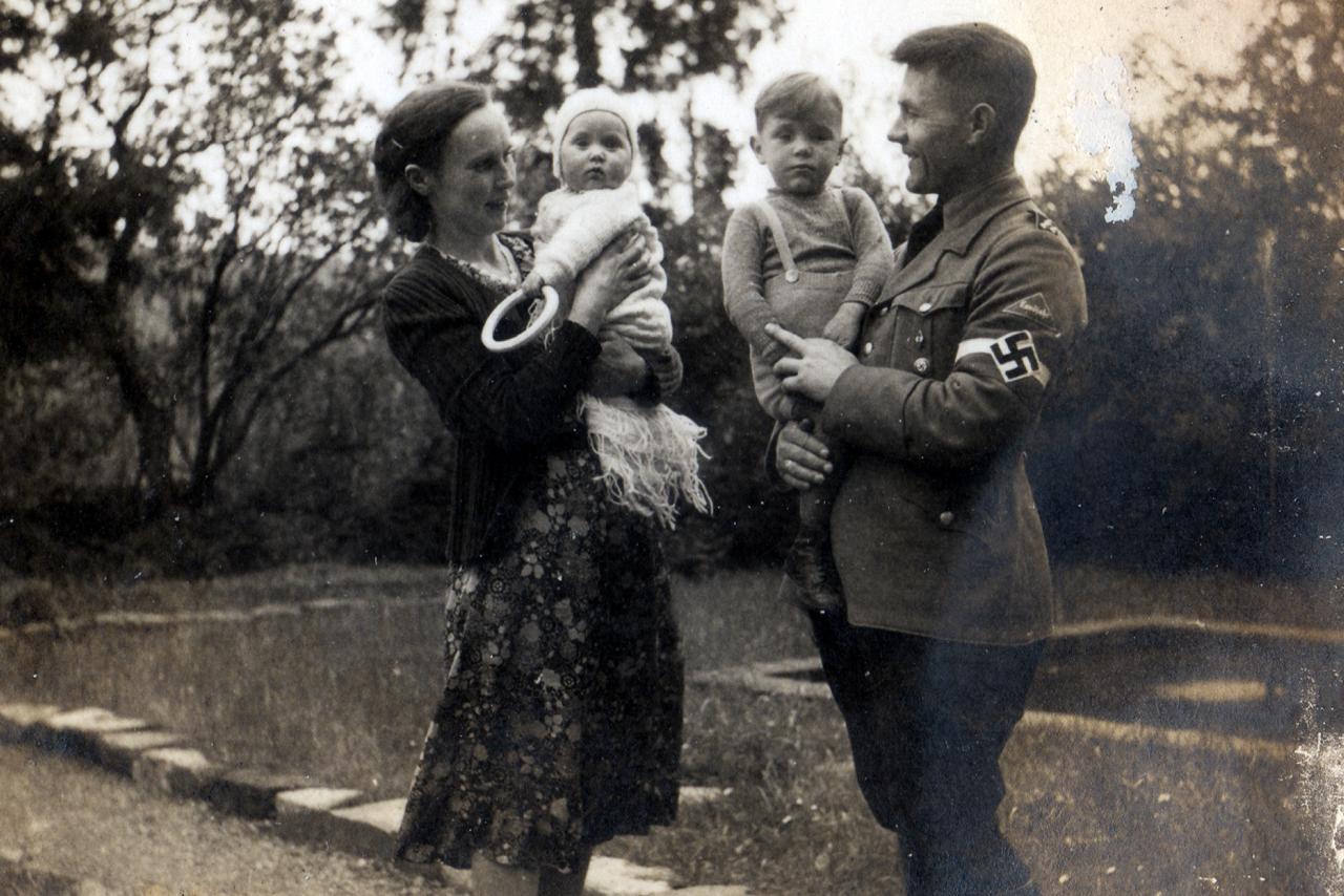 Lagerführer Robert Roth mit Frau und Kindern 1939. (© Familie Adolf Kruppa)