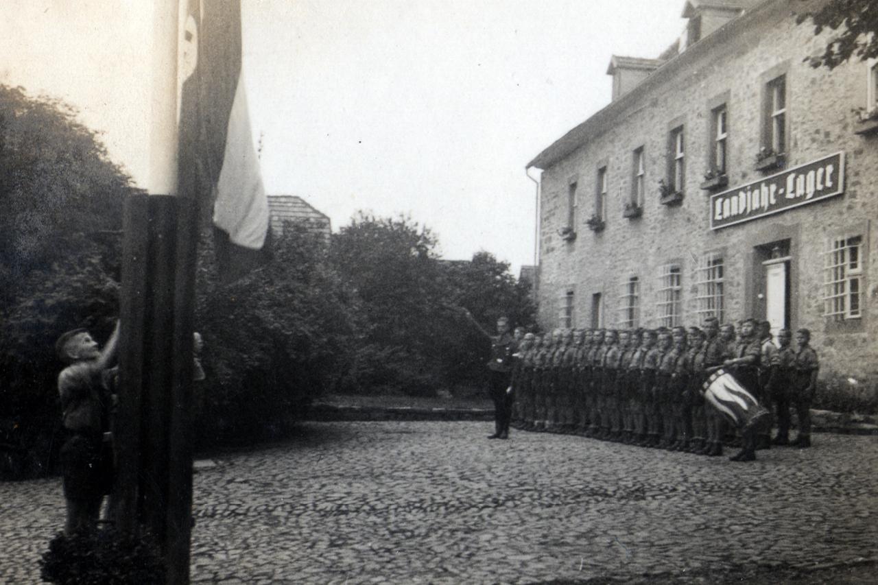 Landjahrlager 1939, Morgenappell vor dem Frühstück. (© Familie Adolf Kruppa)