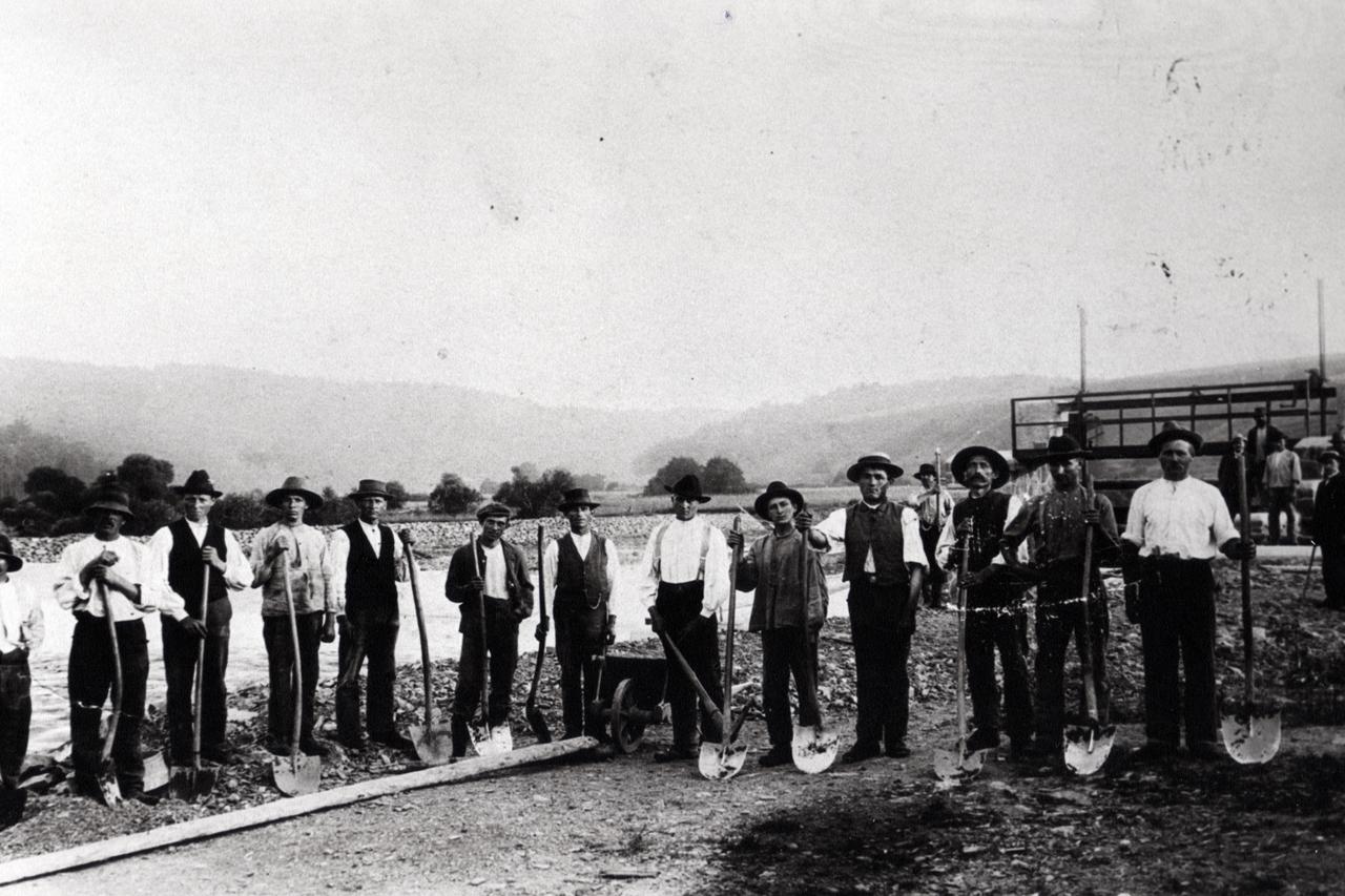 Wehrbau an der Eder um 1903. (© Karl-Hermann Völker)