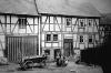 """""""Schreiners"""" Haus, Hauptstraße 45, Anang 1920er mit """"Stahls"""" Haus. (© Stadt Frankenberg Eder)"""