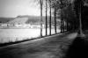 Alte Ederstraße mit Dorfansicht, Anfang 1950er. (© Stadt Frankenberg Eder)