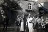 Schützenfest 1939, bei Manuels Haus mit Fanfarenzug und Lagerführer Roth. (© Familie Adolf Kruppa)