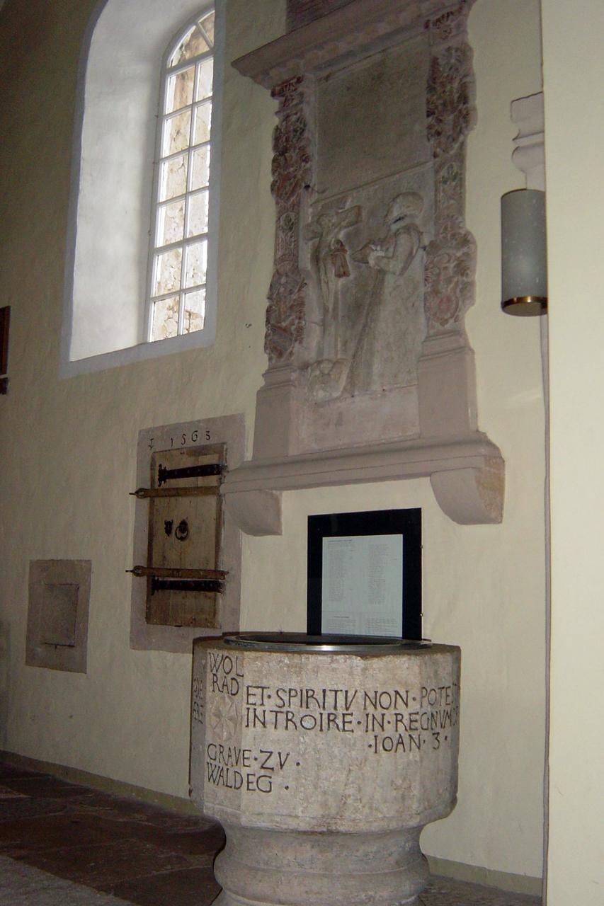 Schon 1594 ließ Anna ihr Grabmal von dem Bildhauer Andreas Herber aus Kassel anfertigen und in der Kirche zu, Nieder-Ense aufstellen. (© Hans-Otto Landau)