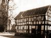 Alte Schule gegenüber vom Pfarrhaus kurz vor dem Abriß im April 1971. (© Karl-Hermann Völker)